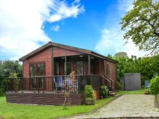 BAY TREE LODGE, detached lodge, all ground floor, parking, patio garden, in St Teath, Ref 913343, Saint Teath