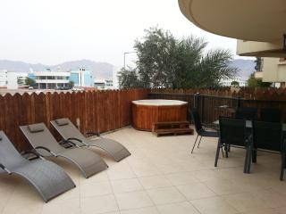 3-room apartment with jakkuzi at the garden, Eilat
