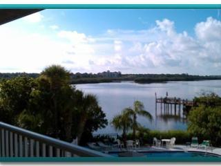 La Buena Vida II...a gorgeous unit and view!, Indian Shores