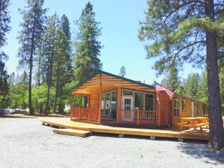 Beautiful 3 Bedroom Log Cabin with all ammenities.