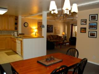 2B/2B Condo in Mammoth-Walk to Ski Lifts!