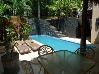 Moderm 3 bedroom house, walking ditance to the beach., Tamarindo