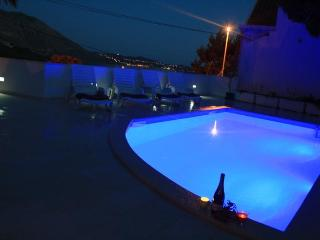 Sunny Ap.FOR TWO,Sea​​views, Pool, close Dubrovnik, Mlini