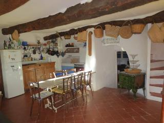 La Migoua, Pet-Friendly 4 Bedroom House with Fireplace and Garden