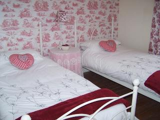 Ruby - Family Suite (3 x single beds)