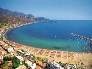 "MIKROS  from ""appartamentinaxos.  it  "" Nice Apartment  30 Meter From Sea, Giardini-Naxos"