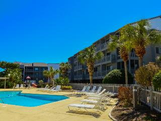Relax in a 3BR near the beach w/pool! Pelicans Landing PL125!, Myrtle Beach