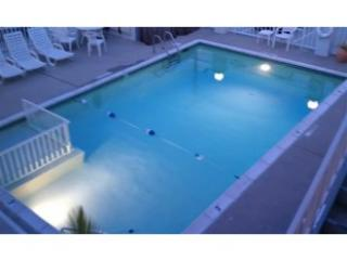 100 Steps to the Beach!! Amazing Modern Studio with Heated Pool!!!, North Wildwood