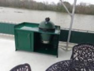 Upper deck grill
