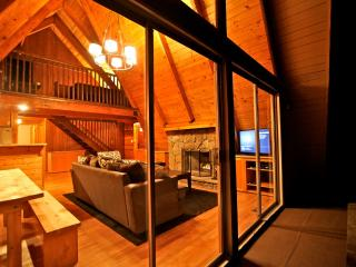 Eagles Nest Lodge - passes to private beach clubs, Lake Arrowhead