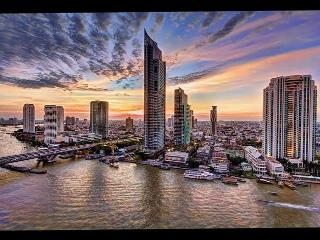 Amazing 2BR River view Condo o a high Floor, Bangkok