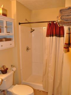 Bath 2, 5' shower (washer & dryer)