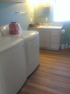 Redwood Creek Cottage bathroom