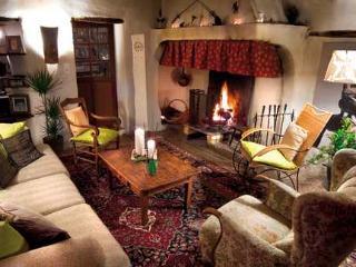 la vieille maison - halte gourmande  chambre du balcon, Durfort-et-Saint-Martin-de-Sossenac