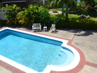 Come Chill at Runaway Bays Silver Lime Villa 4Bed/4.5Bath/Pool/5min to Beach