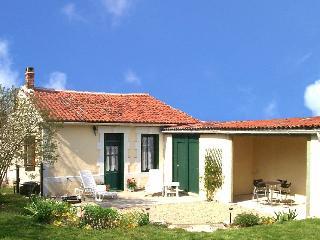 Delightful Charentaise cottage, La Foye de Vinax