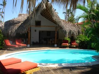 Romantic caribbean villa , 65 mtr from the beach, Casa Lomacorazon.
