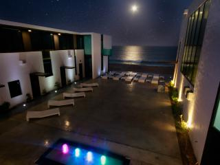 BEACHFRONT PALAZZO@VIDASOUL: staff/concierge/trans