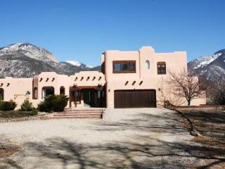 ***  Beautiful 5 bedroom near plaza and  skiing, Taos
