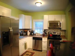 Newly Renovated Farmhouse - 4 Bedrooms 2.5 baths, Big Indian