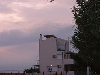 Loutraki Spa Vacation Villa w Private Way to Beach