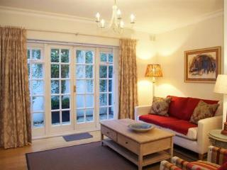 Spacious 2 bedroom short let in Kensington, Londres