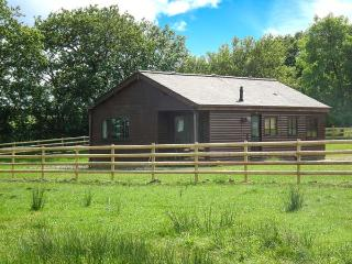 ROWAN, on-site fishing lake, pet-friendly, all ground floor cottage near Whitstone, Ref. 904559, Maxworthy