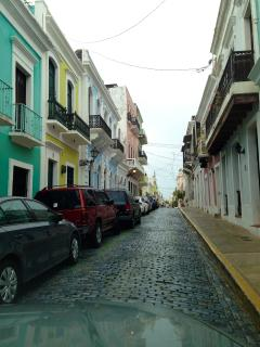 The apt is located just 15 by car from the Old Historical City of San Juan
