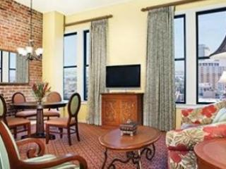 Roomy 1 BR near French Quarter sleeps 4