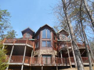 Luxury Cabin-3D Theater-Pool-HotTub-FirePit-Gamerm, Gatlinburg