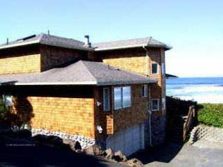 Beachfront Newer Home Overlooking the Ocean, with Wifi, Lincoln City