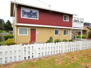 157 PELICAN'S PERCH - Ocean View with Hot Tub and WiFi, Lincoln City
