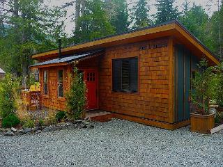 #1 Port O' Pierre / 1 BR / Pet Friendly, Port Renfrew