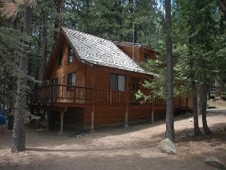 Experience the Mountains in this chalet. 3 bdrms, loft, 2 baths, sleeps 8., Dorrington