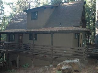 Great small mountain cabin in the woods.1 bdrm, loft, 2 baths,  sleeps 7.