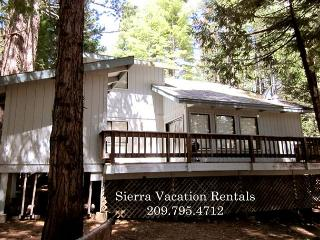 Enjoy this mountain home with your family. 3 bdrms, loft, 2 bath, sleeps 11.