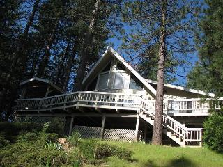 Mountain View - stunning quiet home with 3 bedrooms, loft, 2 bath, sleeps 6.