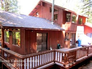 Gilmore Lodge has that mountain feel. 3 bedrooms, 2.5 baths, sleeps 10., Arnold