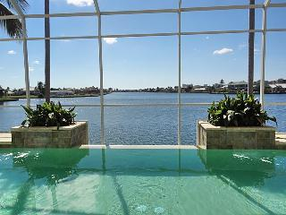 Gorgeous 5/4.5 home with breathtaking bayview, Marco Island