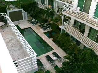 Pelicano condo penthouse private jacuzzi and BBQ, Playa del Carmen