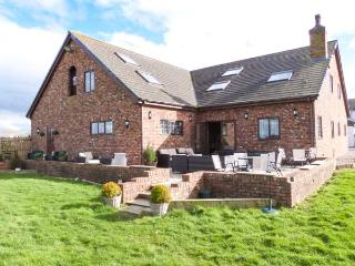MARSH FARM HALL, semi-detached cottage, en-suites, woodburner, bar on-site, in Great Eccleston, Ref 22463