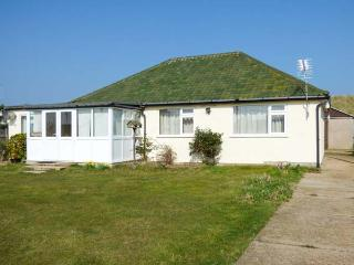 MIN-Y-DON, detached bungalow, lawned garden, pet-friendly, ideal family home, in Eccles-on-Sea, Ref 904633, Lessingham