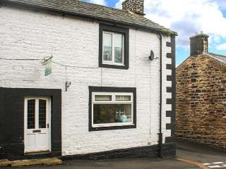 CHARE CLOSE COTTAGE, pets welcome, two en-suite bedrooms, open fire, close to