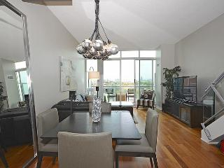 Downtown Toronto - Amazing Location -2 Level 2 bed