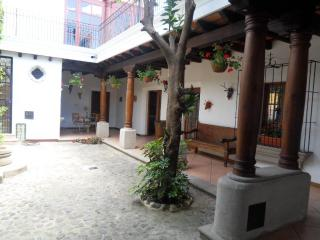 BEAUTIFUL colonial house in Callejon del Calvarion area, Antigua Guatemala  (2248sq ft/3bd/3bath)