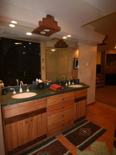 Extra large Master Bath with double sinks/laundry/sauna/walk-in closet/shower
