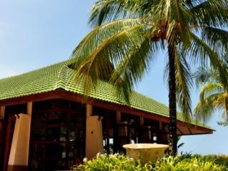 Breezy Cozy Family Holiday Home 5 minutes walk to Beach, Batu Ferringhi