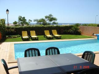 Villa with Private Pool, Breathtaking Ocean View, close to Beach, FREE WiFi, Luz
