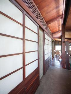 Sliding Japanese doors allow you open the house during the day