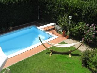 Elegant City Villa Apt. with Private Pool, Bikes, Bolonia